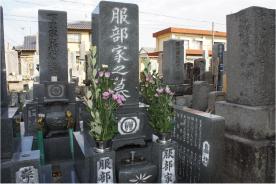 墓前にて.jpg